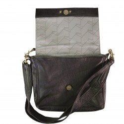 Leather handbag designed in Cape Town. Designed for your daily essentials.