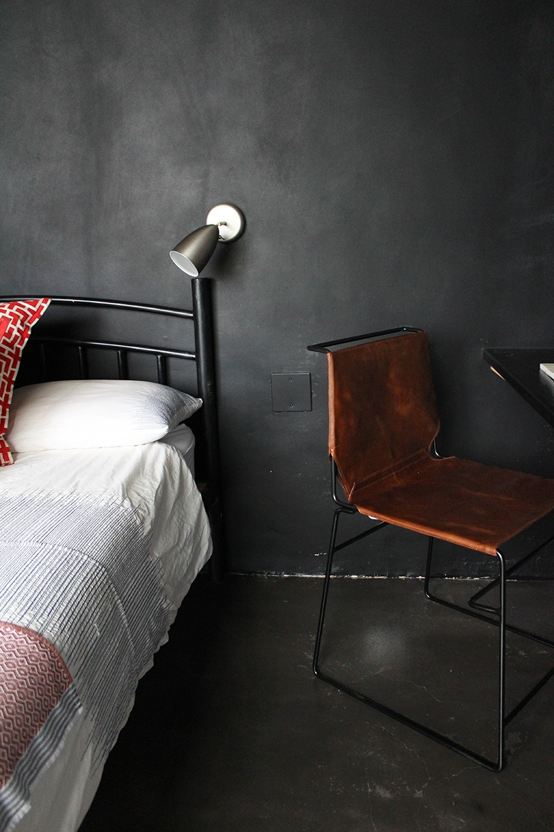 Dining chair - Metropolitan in Tan and Black - Dark Horse