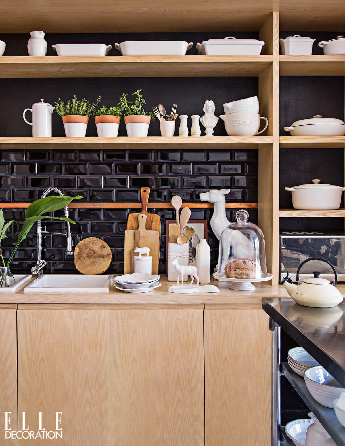 Monochrome-3-Kitchen-Le-Creuset-Elle-Decor-Feature (1)